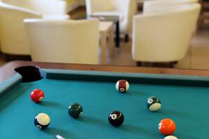 Spiel und Spaß bei AO: Billard in der Lobby