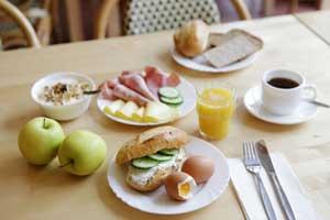 Leckeres, reichhaltiges Frühstück