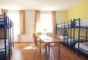 Hostelkomfort mit Bettwäsche und WLAN